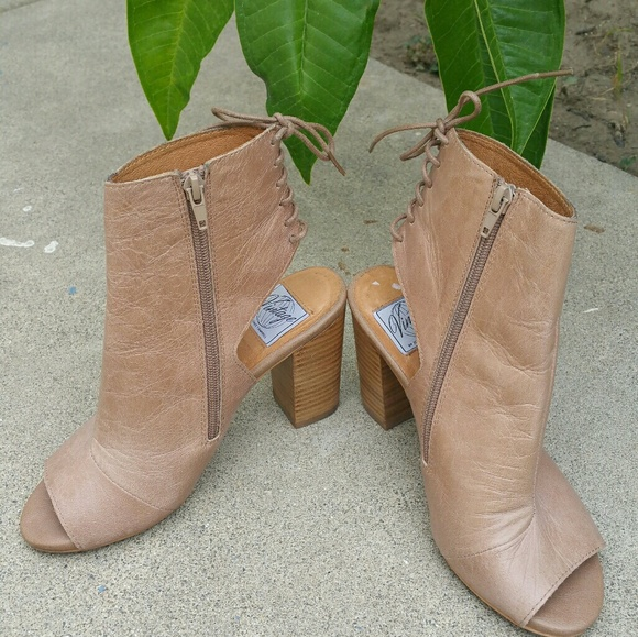 05f369ee570 Jeffrey Campbell Shoes - Vintage by Jeffrey Campbell nude leather booties